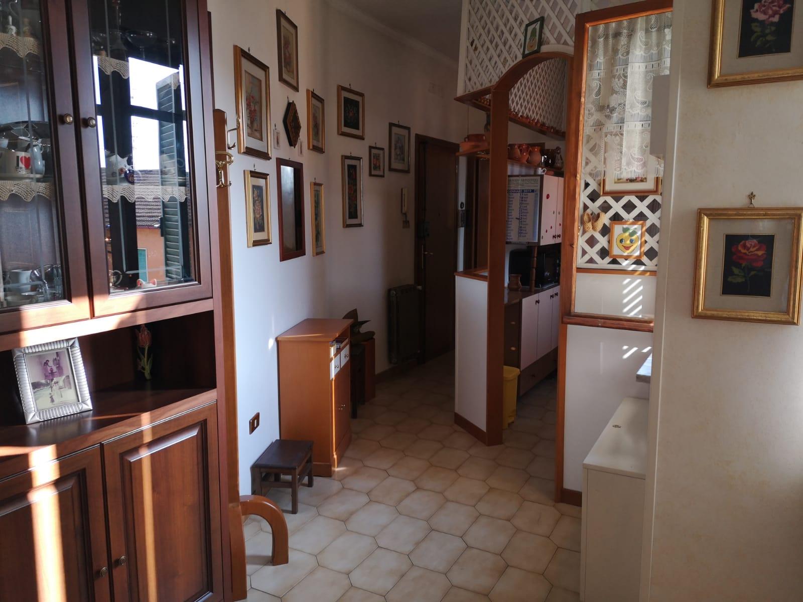 https://www.progettocasa1.it/immagini_immobili/01-10-2019/appartamento-vendita-colleferro-roma-corso-turati-122-636.jpg