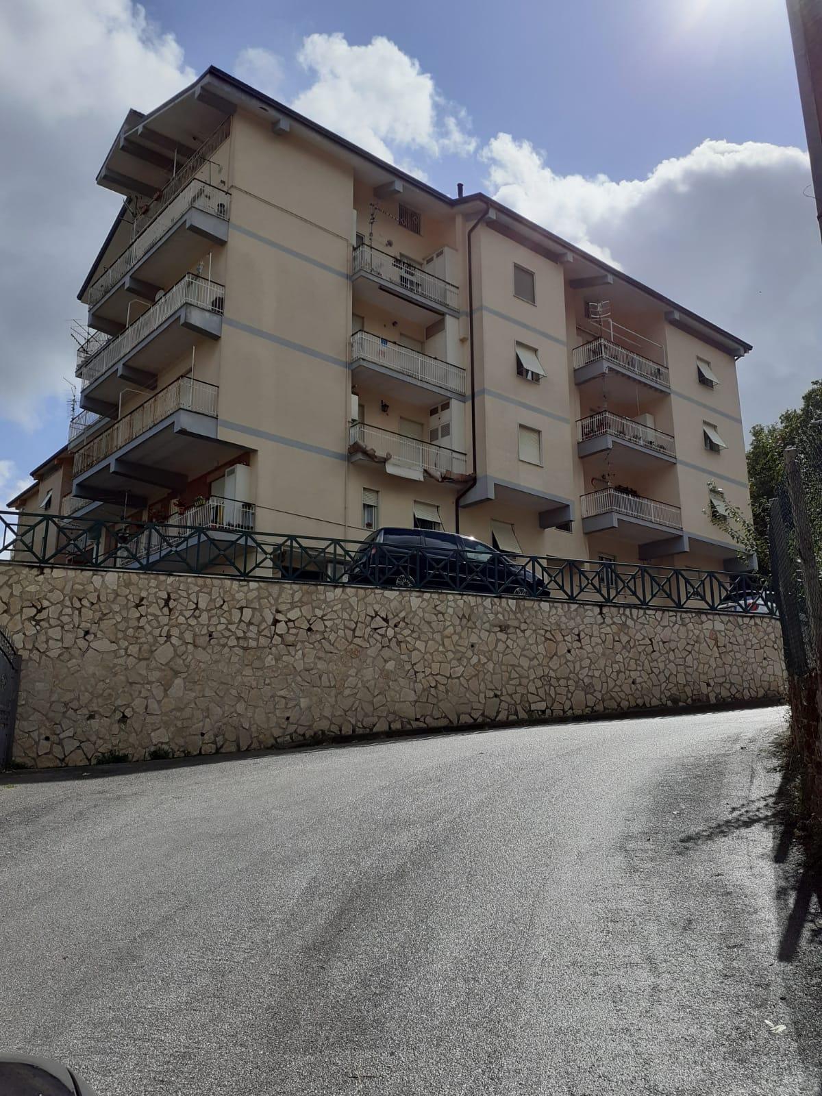 https://www.progettocasa1.it/immagini_immobili/02-10-2020/appartamento-vendita-montelanico-roma-via-della-libert-460.jpg