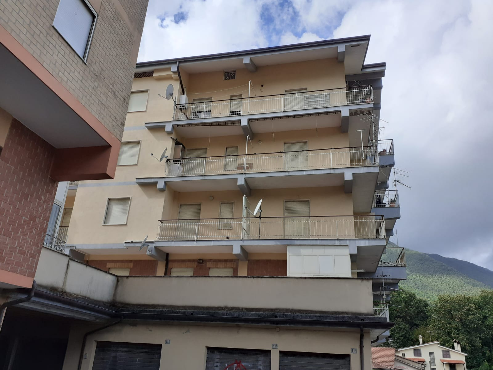 https://www.progettocasa1.it/immagini_immobili/02-10-2020/appartamento-vendita-montelanico-roma-via-della-libert-579.jpg