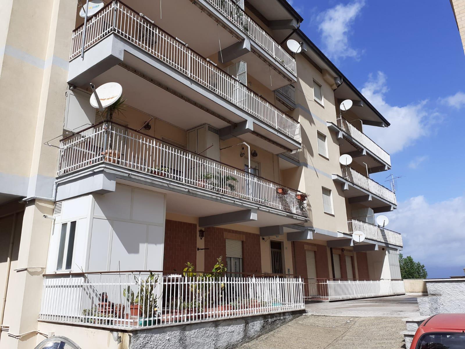 https://www.progettocasa1.it/immagini_immobili/02-10-2020/appartamento-vendita-montelanico-roma-via-della-libert-580.jpg