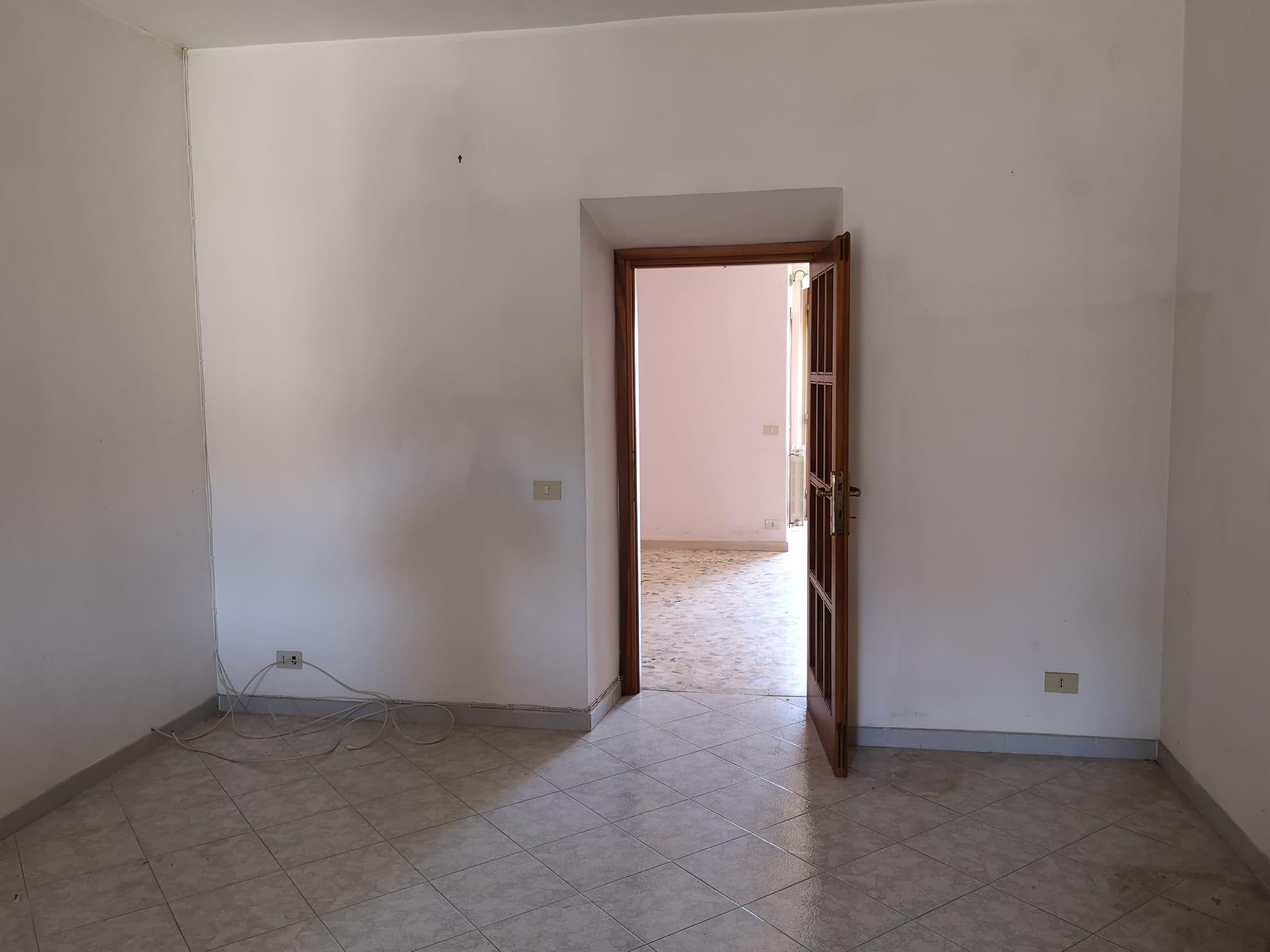https://www.progettocasa1.it/immagini_immobili/03-03-2020/appartamento-vendita-gavignano-roma-via-delle-garzie-23-833.jpg