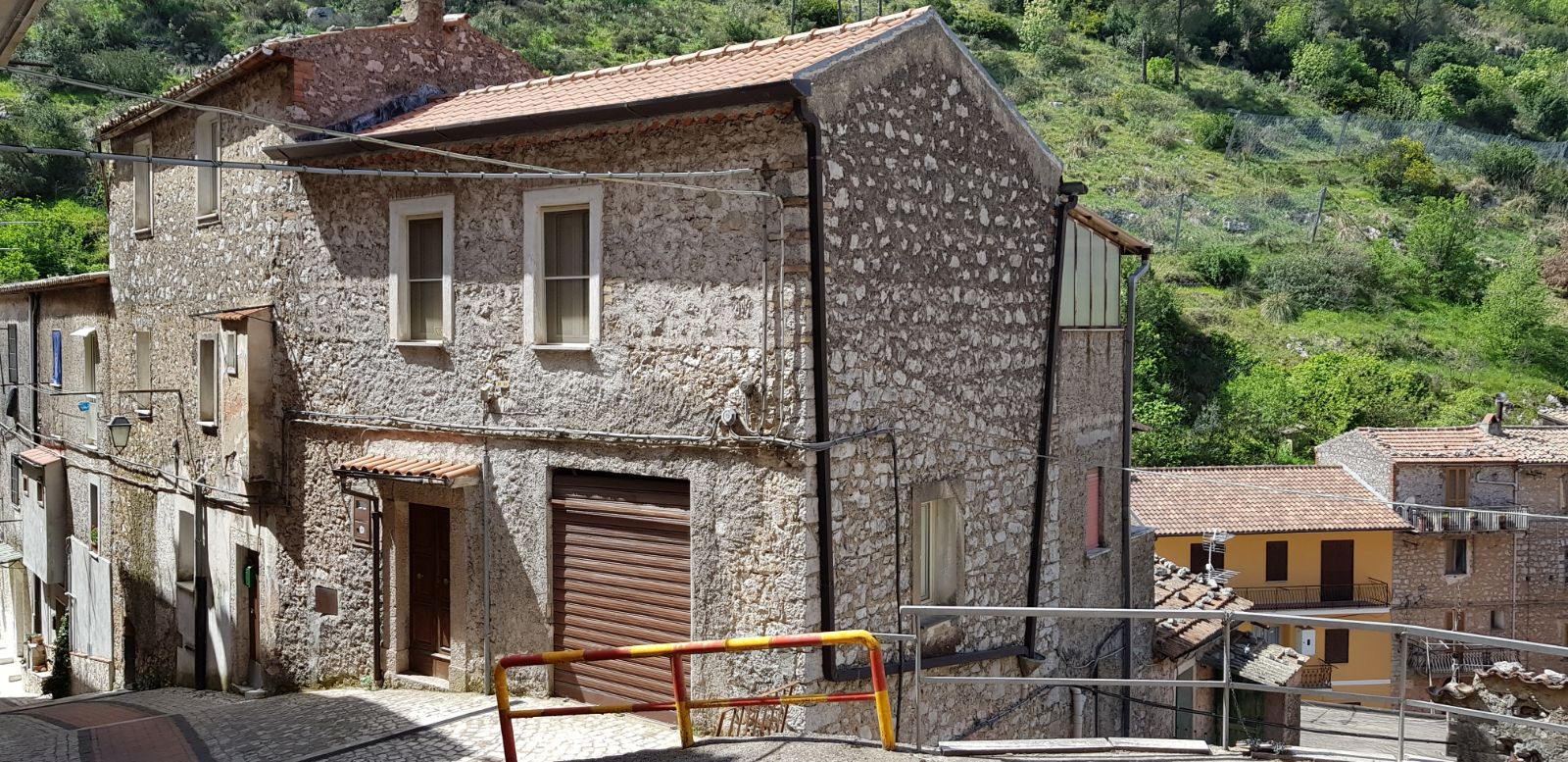 https://www.progettocasa1.it/immagini_immobili/04-05-2018/appartamento-vendita-sonnino-lt-via-borgo-s-antonio-166.jpg