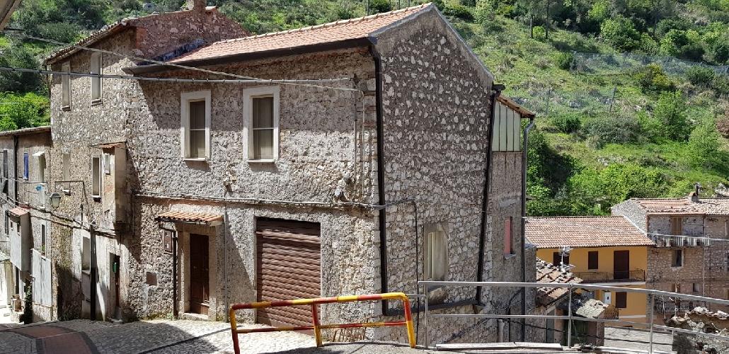 https://www.progettocasa1.it/immagini_immobili/04-05-2018/appartamento-vendita-sonnino-lt-via-borgo-s-antonio-288.jpg