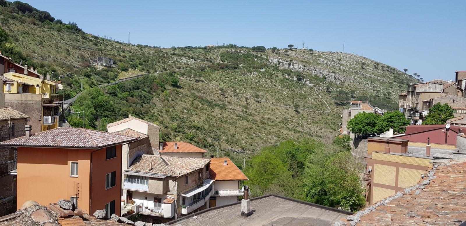 https://www.progettocasa1.it/immagini_immobili/04-05-2018/appartamento-vendita-sonnino-lt-via-borgo-s-antonio-89.jpg