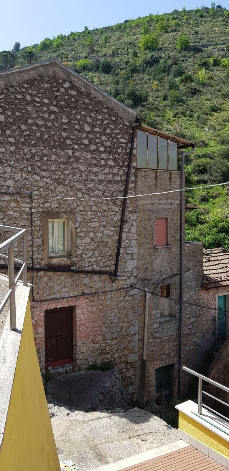 https://www.progettocasa1.it/immagini_immobili/04-05-2018/appartamento-vendita-sonnino-lt-via-borgo-s-antonio-90.jpg