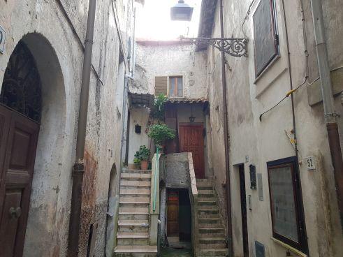https://www.progettocasa1.it/immagini_immobili/04-06-2020/appartamento-vendita-montelanico-roma-via-corte-vecchia-64-348.jpg