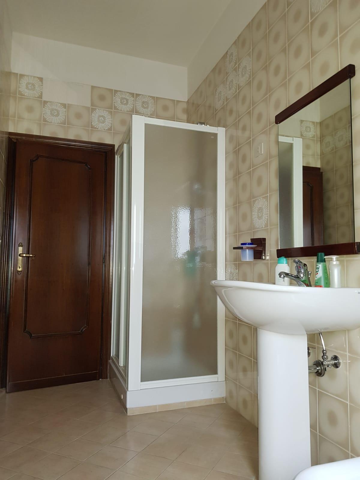 https://www.progettocasa1.it/immagini_immobili/04-10-2019/appartamento-vendita-colleferro-roma-via-salvo-dacquisto-19-342.jpg