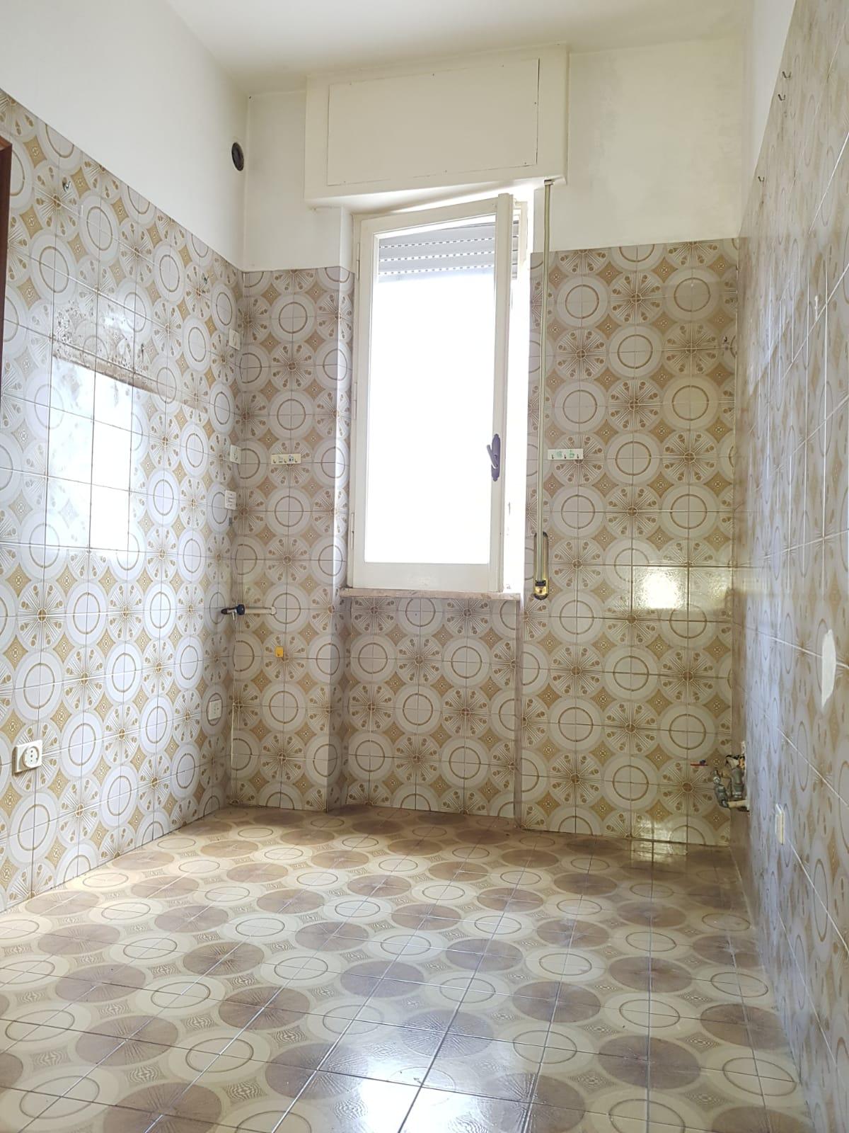 https://www.progettocasa1.it/immagini_immobili/04-10-2019/appartamento-vendita-colleferro-roma-via-salvo-dacquisto-19-345.jpg