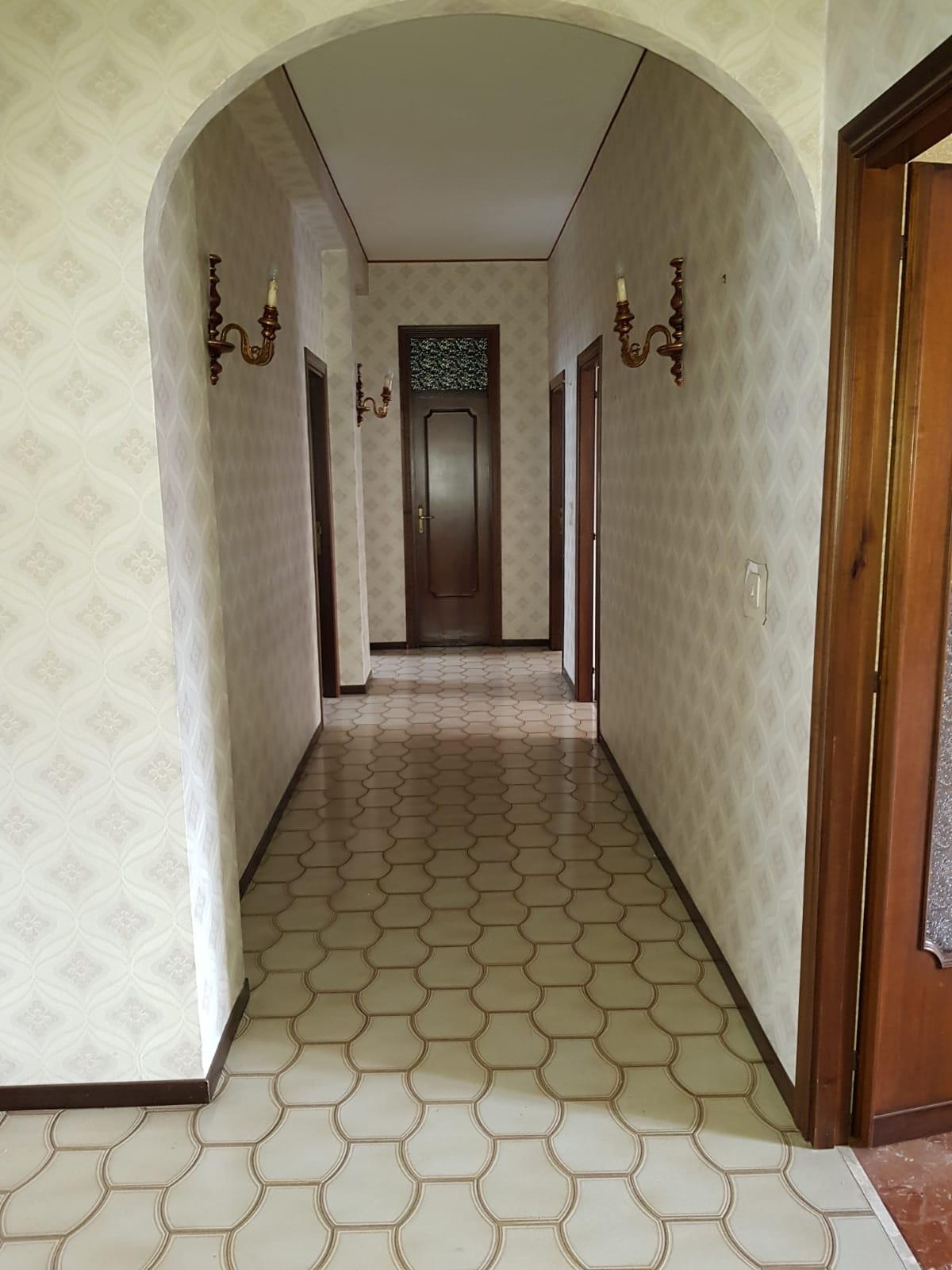 https://www.progettocasa1.it/immagini_immobili/04-10-2019/appartamento-vendita-colleferro-roma-via-salvo-dacquisto-19-627.jpg
