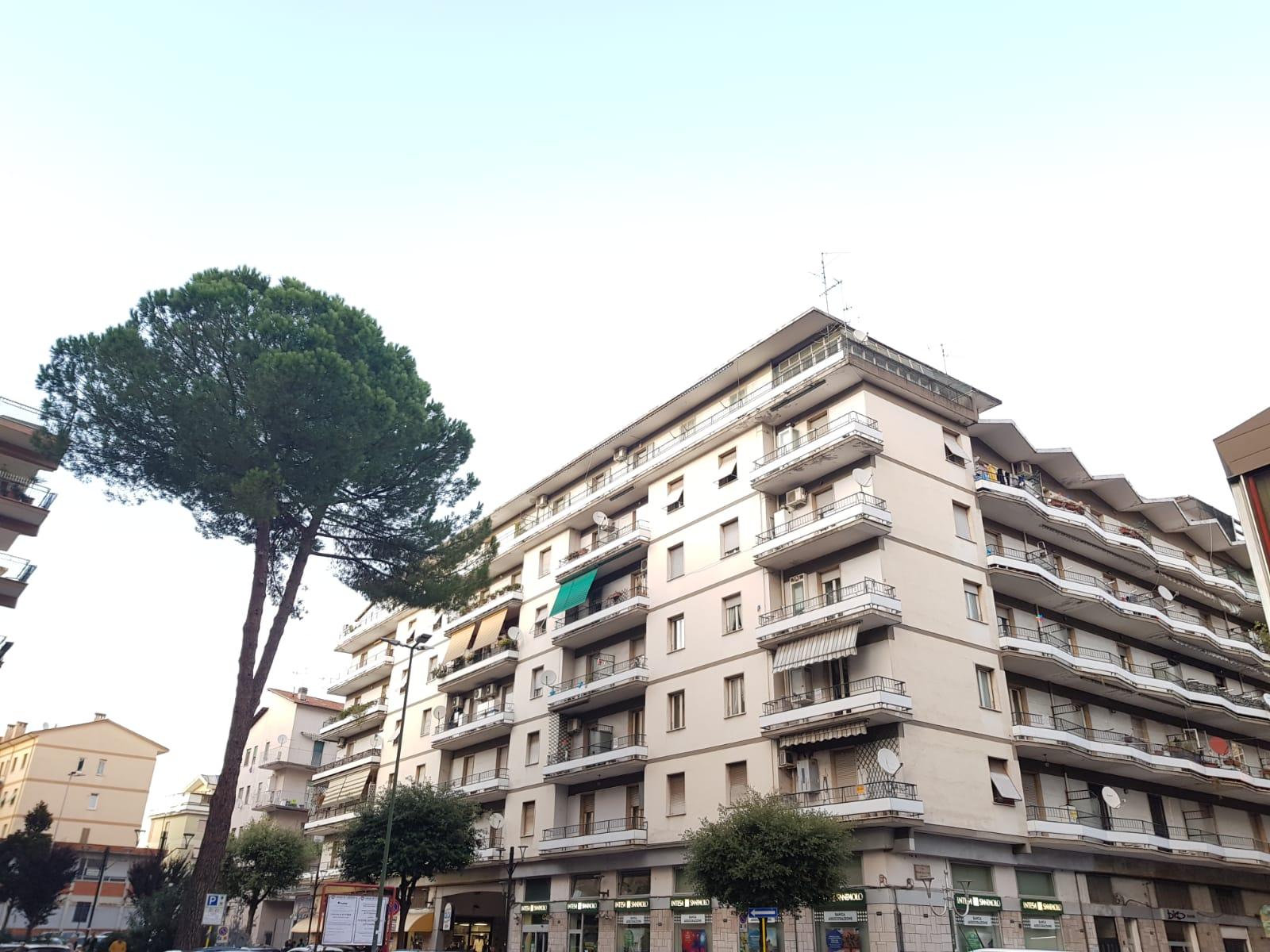https://www.progettocasa1.it/immagini_immobili/04-10-2019/appartamento-vendita-colleferro-roma-via-salvo-dacquisto-19-631.jpg