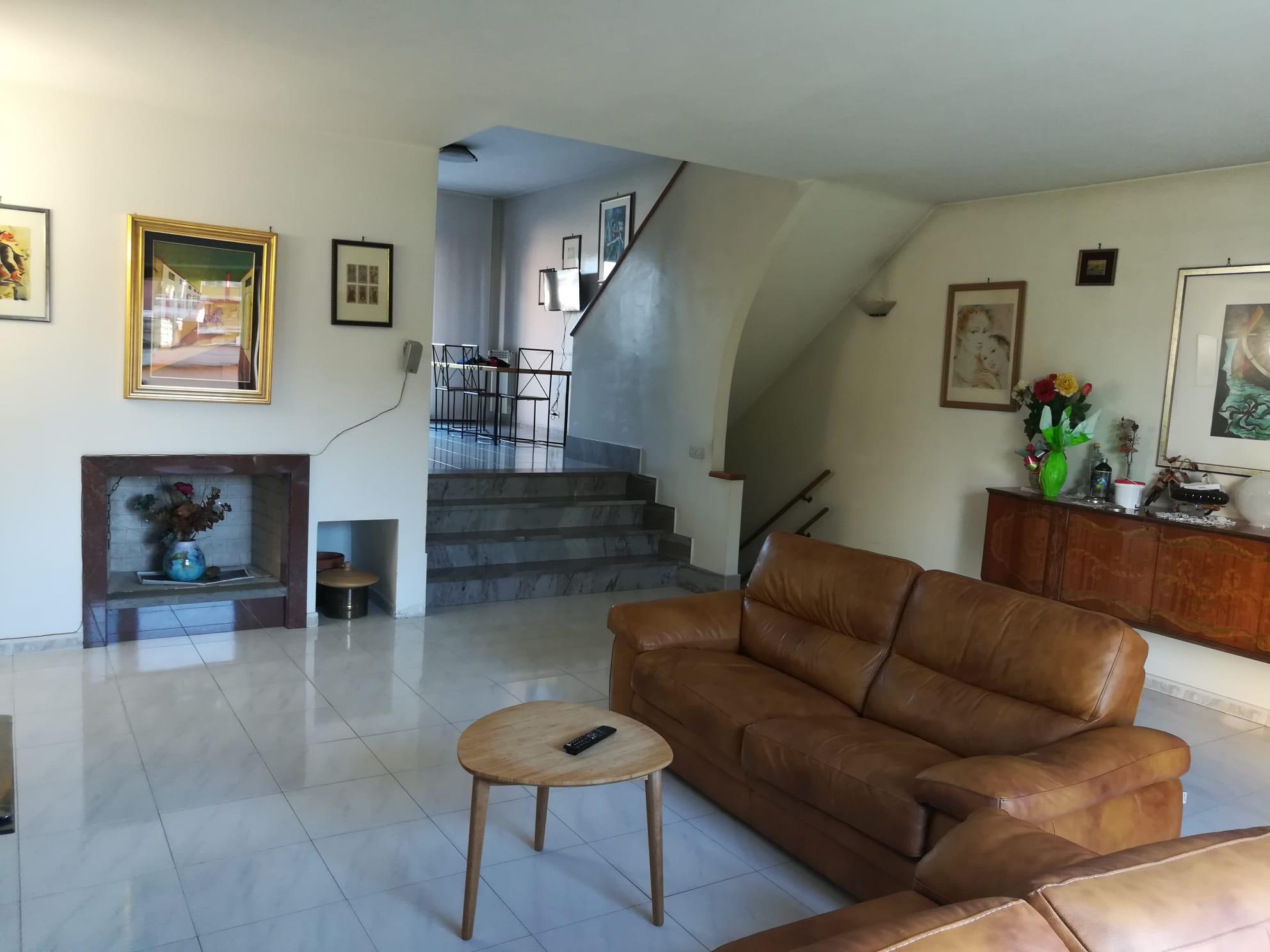 https://www.progettocasa1.it/immagini_immobili/05-06-2020/soluzione-indipendente-vendita-colleferro-roma-via-fontana-delloste-13-809.jpg