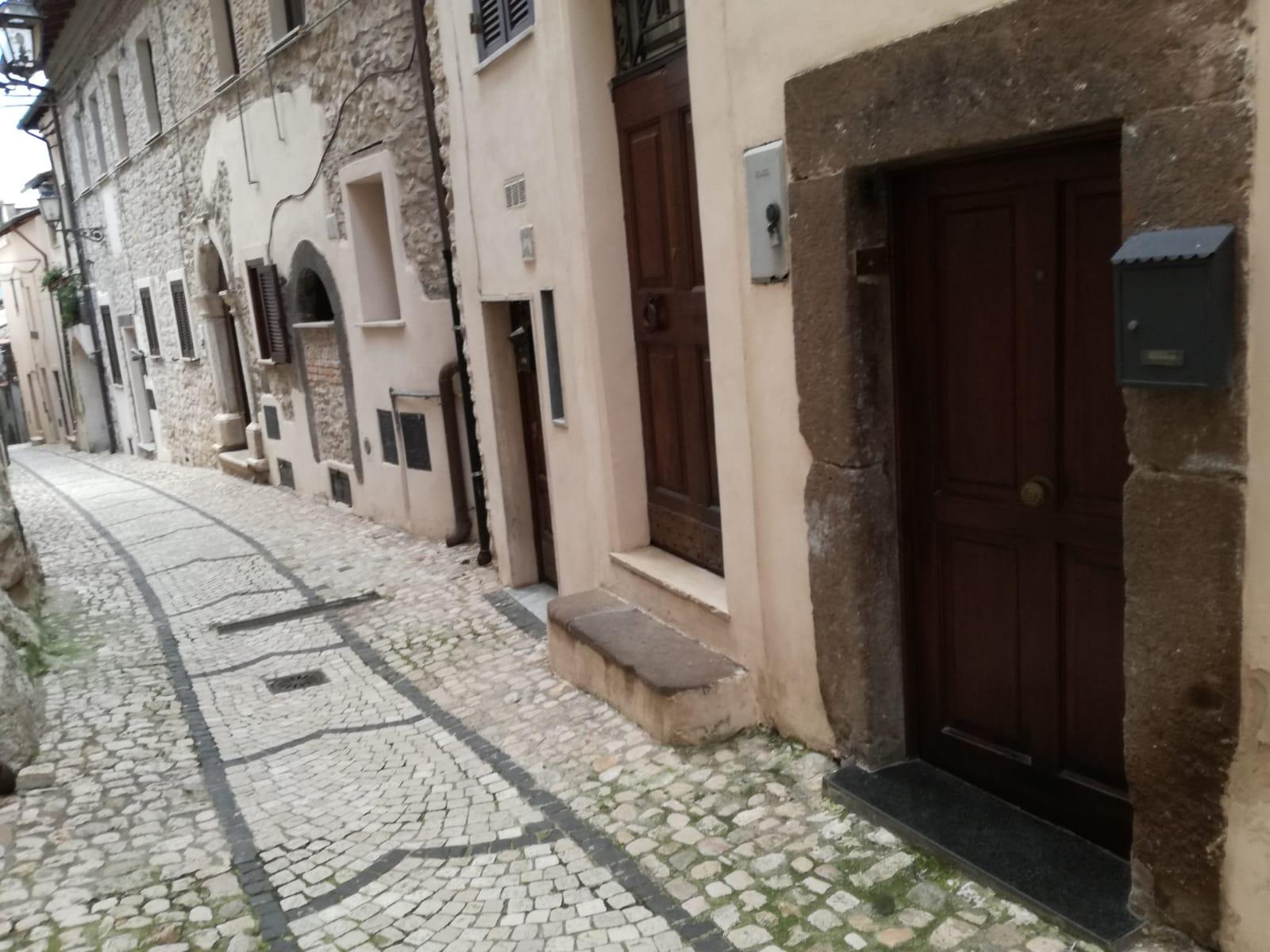 https://www.progettocasa1.it/immagini_immobili/05-12-2018/-vendita-gavignano-roma-via-regina-margherita-115-373.jpg