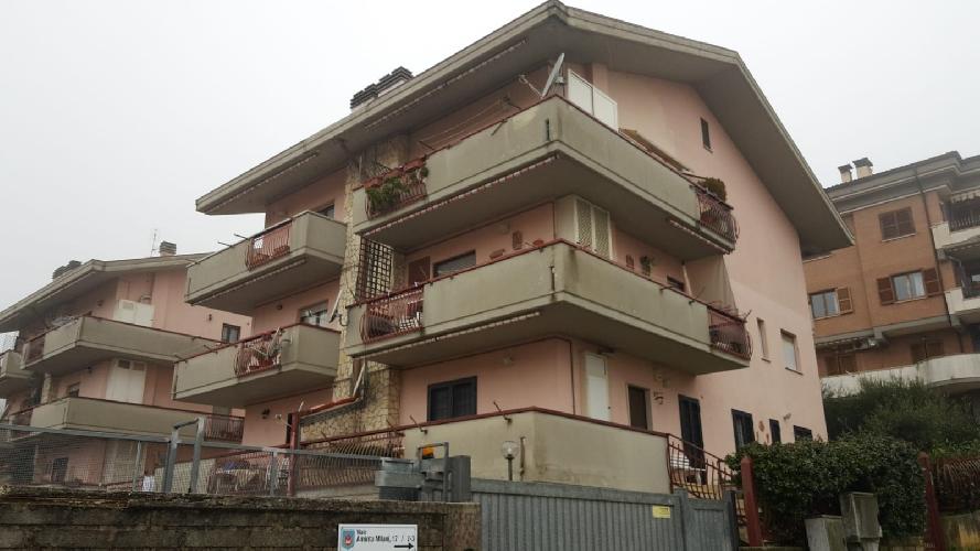 https://www.progettocasa1.it/immagini_immobili/05-12-2018/appartamento-vendita-segni-roma-via-aminta-milani-17-667.jpg