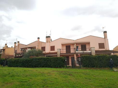 https://www.progettocasa1.it/immagini_immobili/05-12-2019/soluzione-indipendente-vendita-colleferro-roma-piazza-san-benedetto-724.jpg