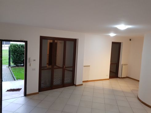 https://www.progettocasa1.it/immagini_immobili/05-12-2019/soluzione-indipendente-vendita-colleferro-roma-piazza-san-benedetto-725.jpg
