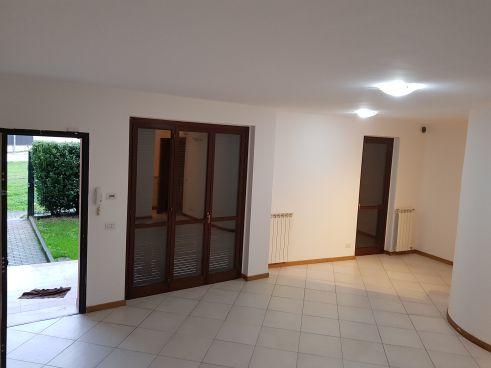 https://www.progettocasa1.it/immagini_immobili/05-12-2019/soluzione-indipendente-vendita-colleferro-roma-piazza-san-benedetto-731.jpg