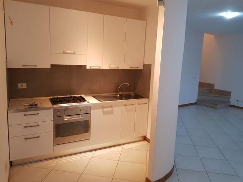 https://www.progettocasa1.it/immagini_immobili/05-12-2019/soluzione-indipendente-vendita-colleferro-roma-piazza-san-benedetto-732.jpg