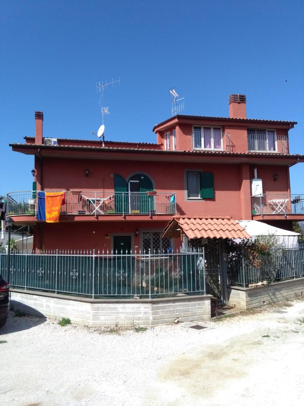 https://www.progettocasa1.it/immagini_immobili/06-06-2019/soluzione-indipendente-affitto-colleferro-roma-via-latina-244-411.jpg