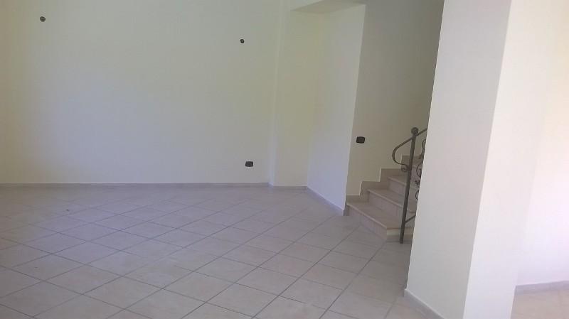 https://www.progettocasa1.it/immagini_immobili/06-06-2019/soluzione-indipendente-affitto-colleferro-roma-via-latina-244-539.jpg