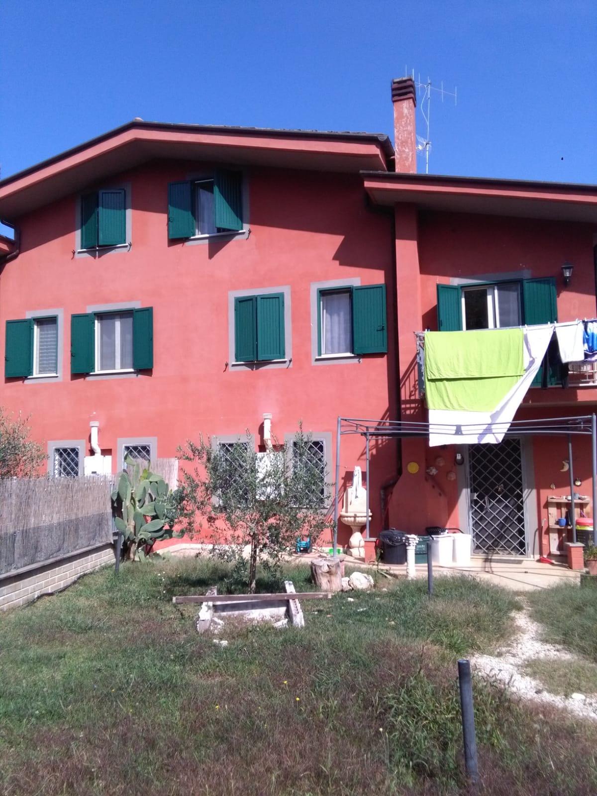 https://www.progettocasa1.it/immagini_immobili/06-06-2019/soluzione-indipendente-affitto-colleferro-roma-via-latina-244-554.jpg
