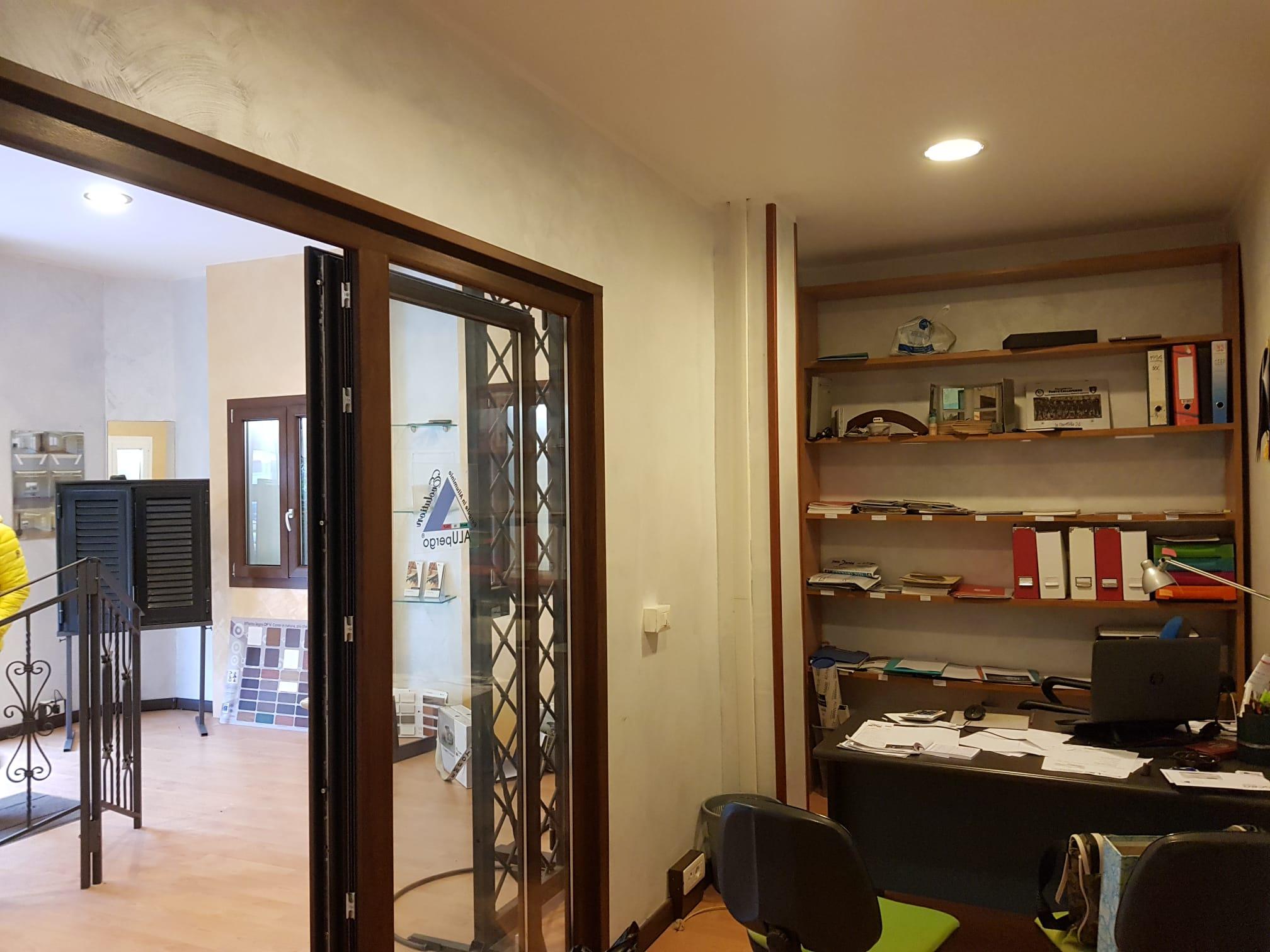 https://www.progettocasa1.it/immagini_immobili/07-01-2021/locale-commerciale-vendita-colleferro-roma-via-consolare-latina66-545.jpg