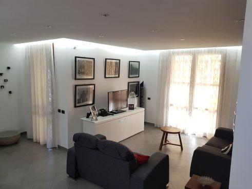 https://www.progettocasa1.it/immagini_immobili/07-10-2019/soluzione-indipendente-vendita-colleferro-roma-via-enrico-toti-5-333.jpg