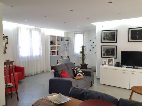 https://www.progettocasa1.it/immagini_immobili/07-10-2019/soluzione-indipendente-vendita-colleferro-roma-via-enrico-toti-5-334.jpg