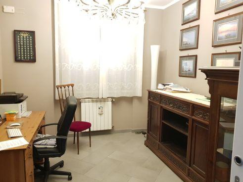 https://www.progettocasa1.it/immagini_immobili/07-10-2019/soluzione-indipendente-vendita-colleferro-roma-via-enrico-toti-5-405.jpg