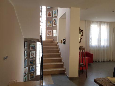 https://www.progettocasa1.it/immagini_immobili/07-10-2019/soluzione-indipendente-vendita-colleferro-roma-via-enrico-toti-5-408.jpg