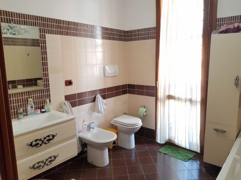 https://www.progettocasa1.it/immagini_immobili/07-10-2019/soluzione-indipendente-vendita-colleferro-roma-via-enrico-toti-5-409.jpg