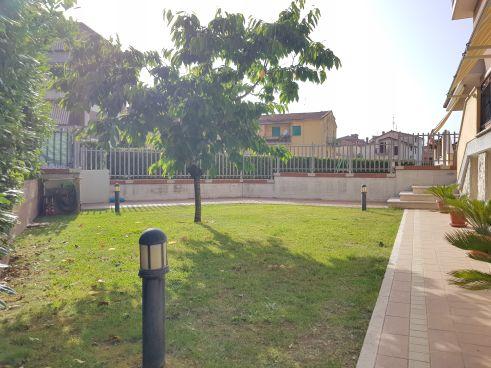 https://www.progettocasa1.it/immagini_immobili/07-10-2019/soluzione-indipendente-vendita-colleferro-roma-via-enrico-toti-5-554.jpg