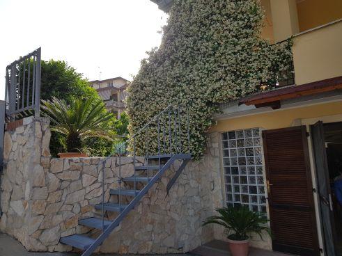 https://www.progettocasa1.it/immagini_immobili/07-10-2019/soluzione-indipendente-vendita-colleferro-roma-via-enrico-toti-5-575.jpg