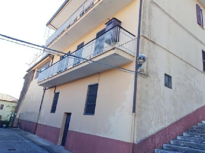 https://www.progettocasa1.it/immagini_immobili/07-10-2019/soluzione-indipendente-vendita-colleferro-roma-via-vittorio-emanuele-201.jpg