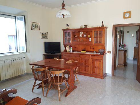 https://www.progettocasa1.it/immagini_immobili/07-10-2019/soluzione-indipendente-vendita-colleferro-roma-via-vittorio-emanuele-431.jpg