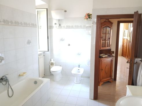 https://www.progettocasa1.it/immagini_immobili/07-10-2019/soluzione-indipendente-vendita-colleferro-roma-via-vittorio-emanuele-643.jpg