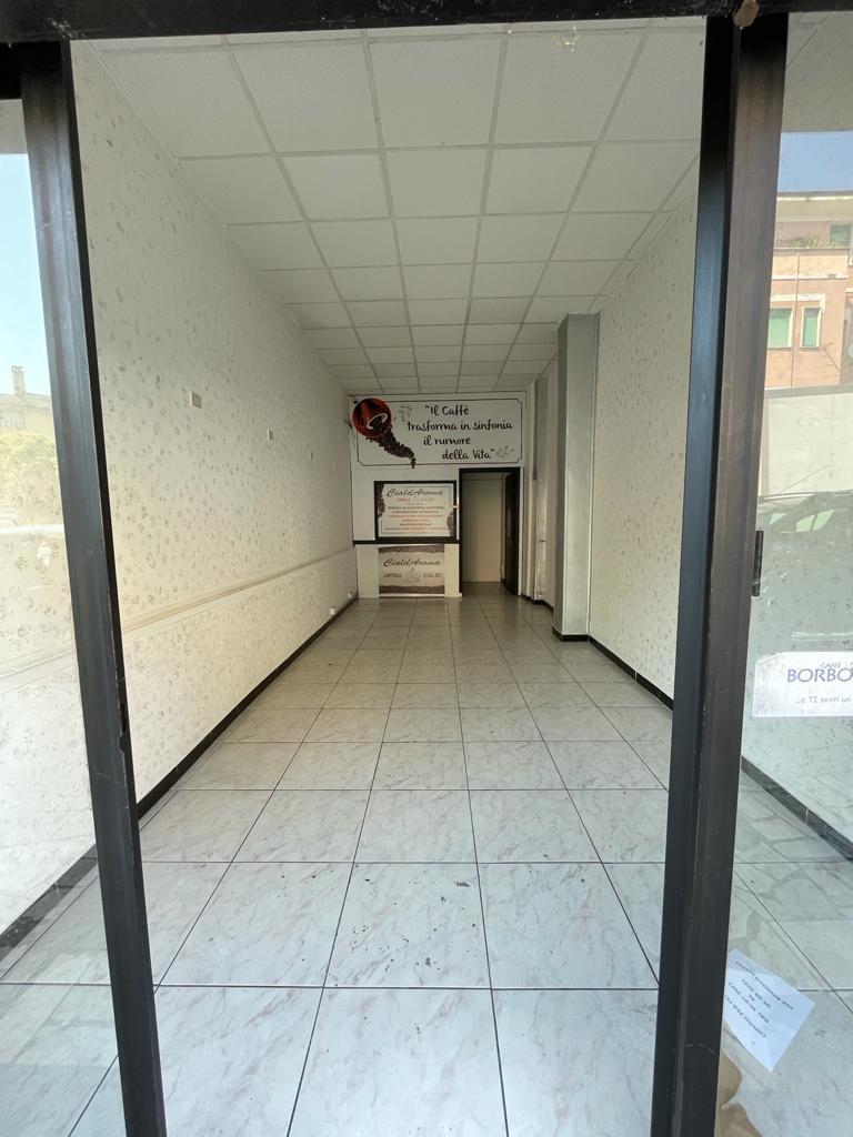 https://www.progettocasa1.it/immagini_immobili/08-09-2021/locale-commerciale-affitto-colleferro-roma-via-latina-14-767.jpg