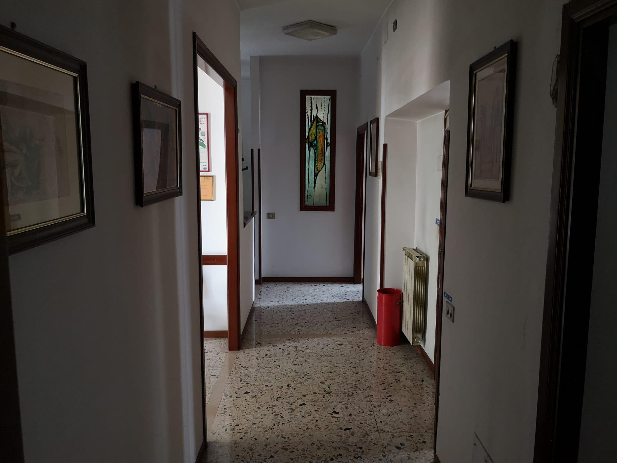 https://www.progettocasa1.it/immagini_immobili/08-09-2021/ufficio-affitto-colleferro-roma-via-achille-grandi-21-780.jpg