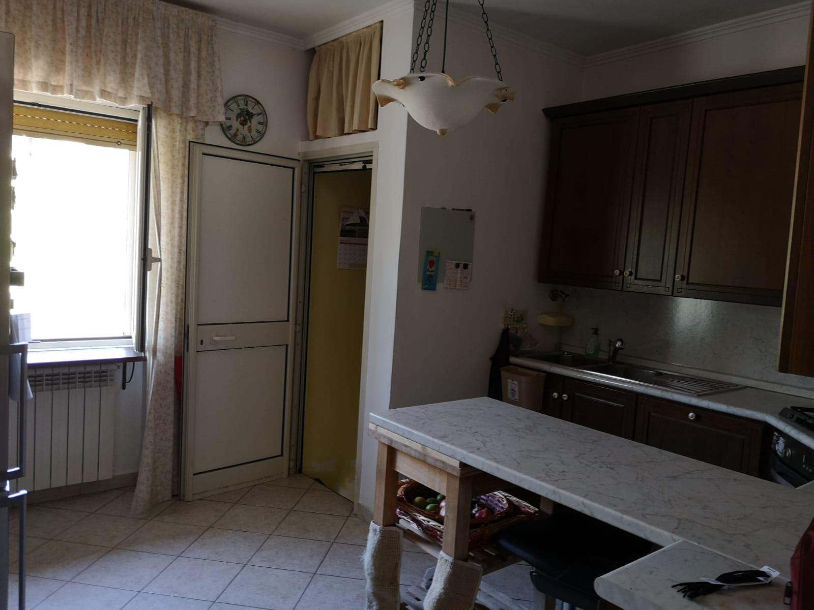 https://www.progettocasa1.it/immagini_immobili/09-10-2019/appartamento-vendita-segni-roma-via-della-mola2-675.jpg