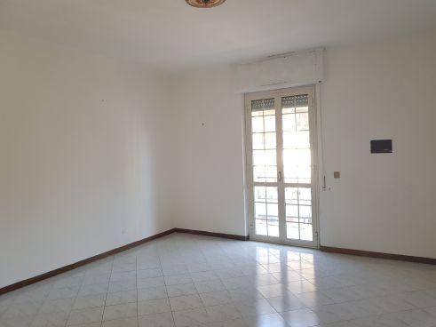https://www.progettocasa1.it/immagini_immobili/10-07-2020/appartamento-vendita-colleferro-roma-via-martiri-delle-fosse-ardeatine-15-780.jpg