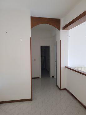 https://www.progettocasa1.it/immagini_immobili/10-07-2020/appartamento-vendita-colleferro-roma-via-martiri-delle-fosse-ardeatine-15-785.jpg