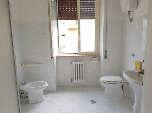 https://www.progettocasa1.it/immagini_immobili/10-09-2020/appartamento-affitto-colleferro-roma-via-consolare-latina40-825.jpg