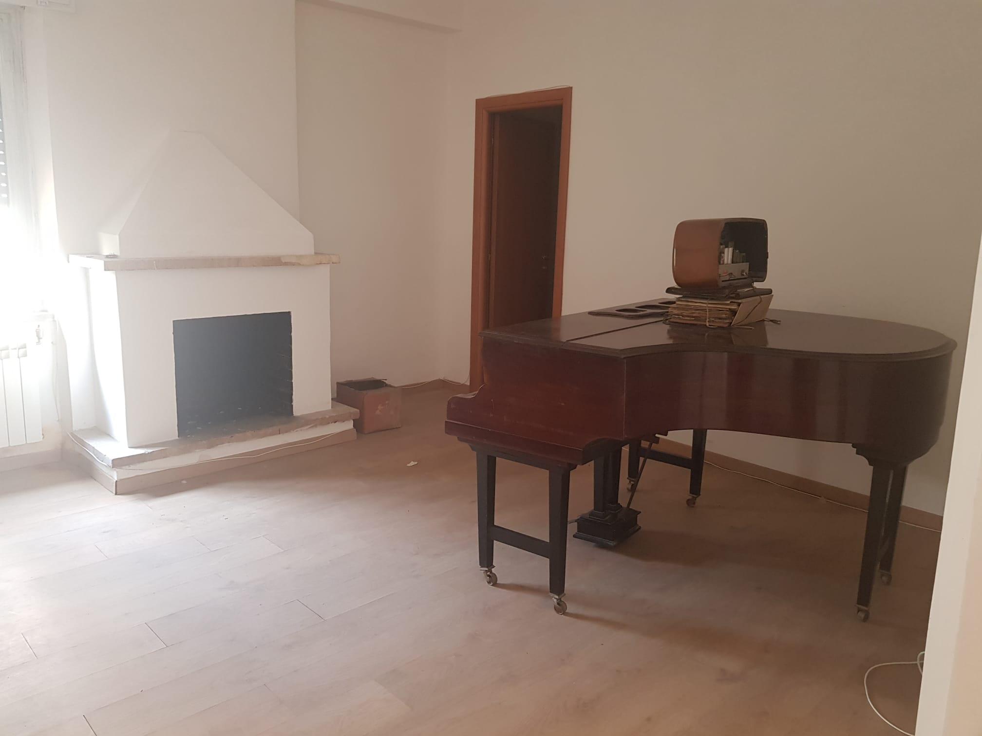 https://www.progettocasa1.it/immagini_immobili/11-09-2020/appartamento-vendita-colleferro-roma-via-aprilia-868.jpg