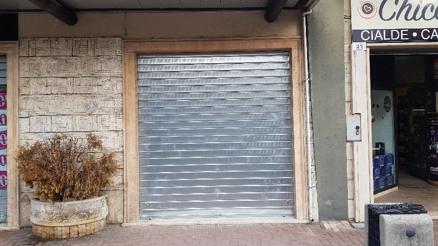 http://www.progettocasa1.it/immagini_immobili/13-10-2017/locale-commerciale-affitto-colleferro-roma-via-francesco-petrarca-710.jpg
