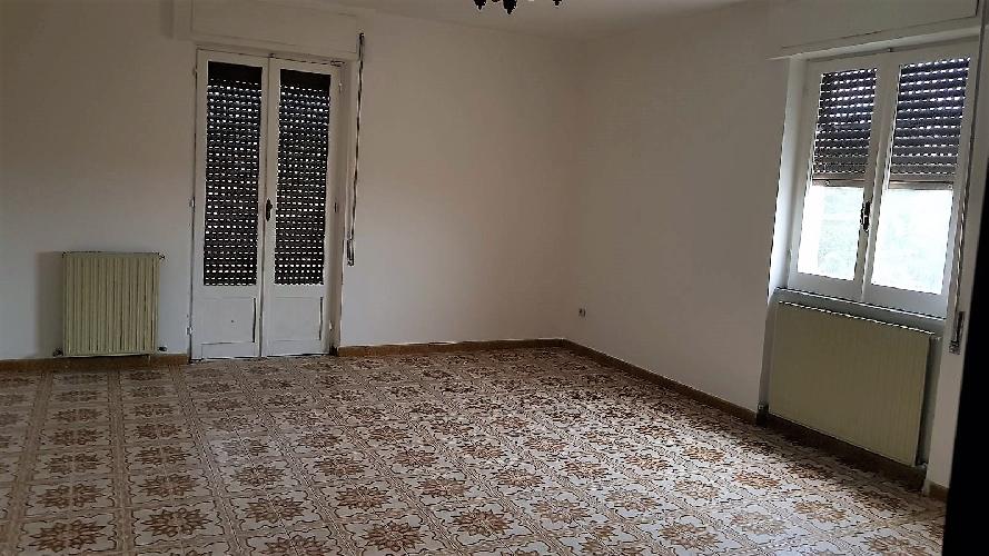 http://www.progettocasa1.it/immagini_immobili/13-11-2017/appartamento-affitto-colleferro-roma-via-carpinetana-sud-4-999.jpg