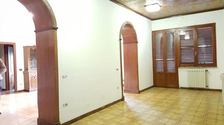 http://www.progettocasa1.it/immagini_immobili/14-04-2017/ufficio-affitto-colleferro-roma-piazza-aldo-moro-136.jpg