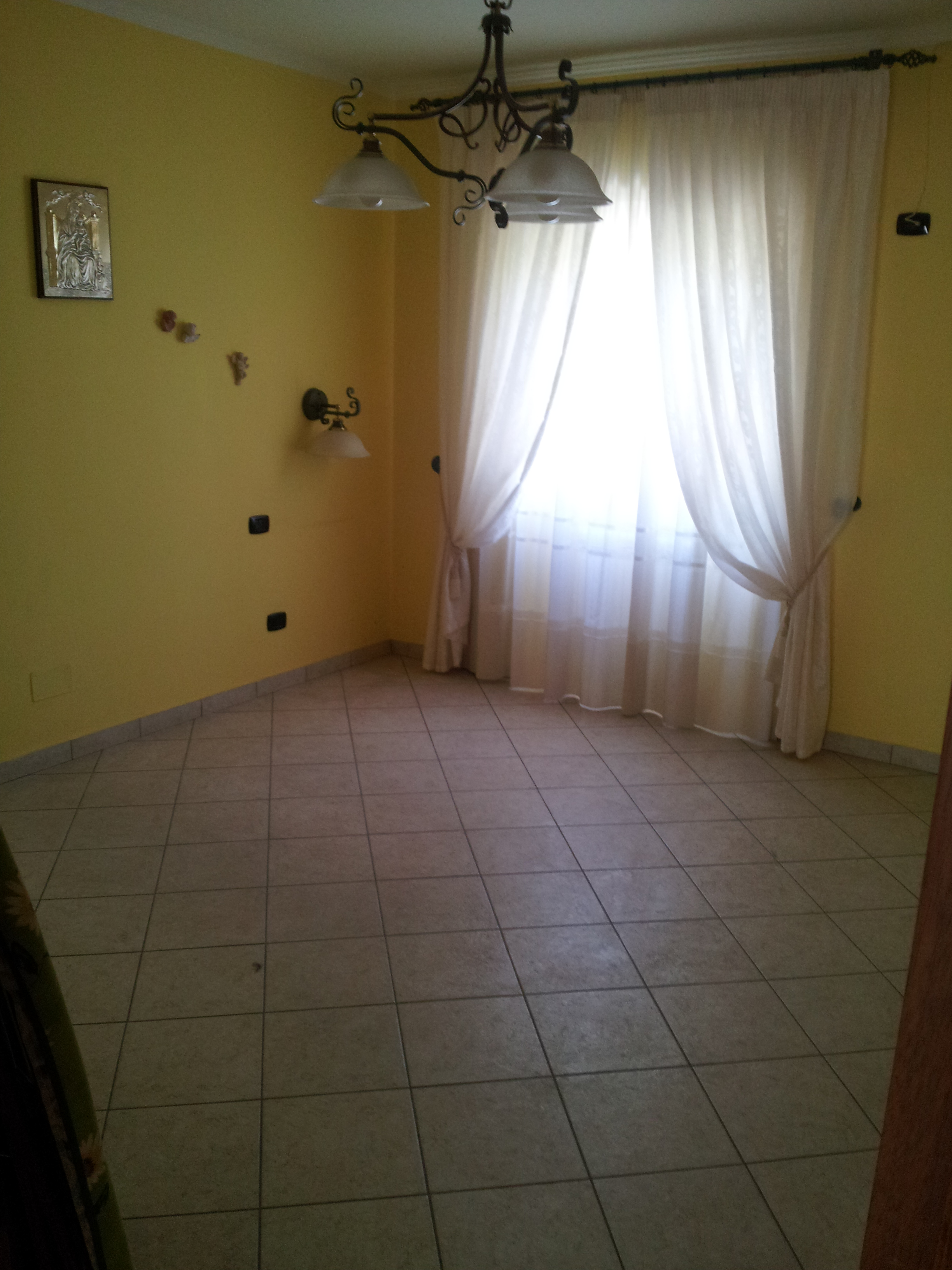 https://www.progettocasa1.it/immagini_immobili/14-10-2019/appartamento-vendita-segni-roma-via-della-mola2-820.jpg