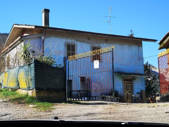 https://www.progettocasa1.it/immagini_immobili/16-02-2021/soluzione-indipendente-vendita-colleferro-roma-via-carpinetana-ovest-753.jpg