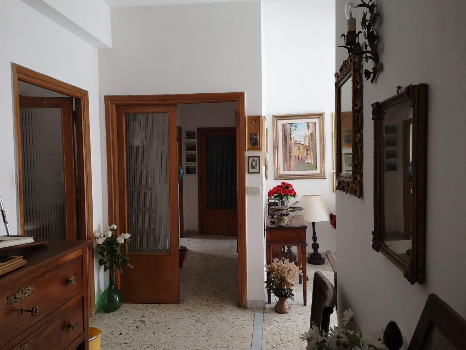 https://www.progettocasa1.it/immagini_immobili/18-05-2021/appartamento-vendita-colleferro-roma-via-martiri-delle-fosse-ardeatine5-623.jpg