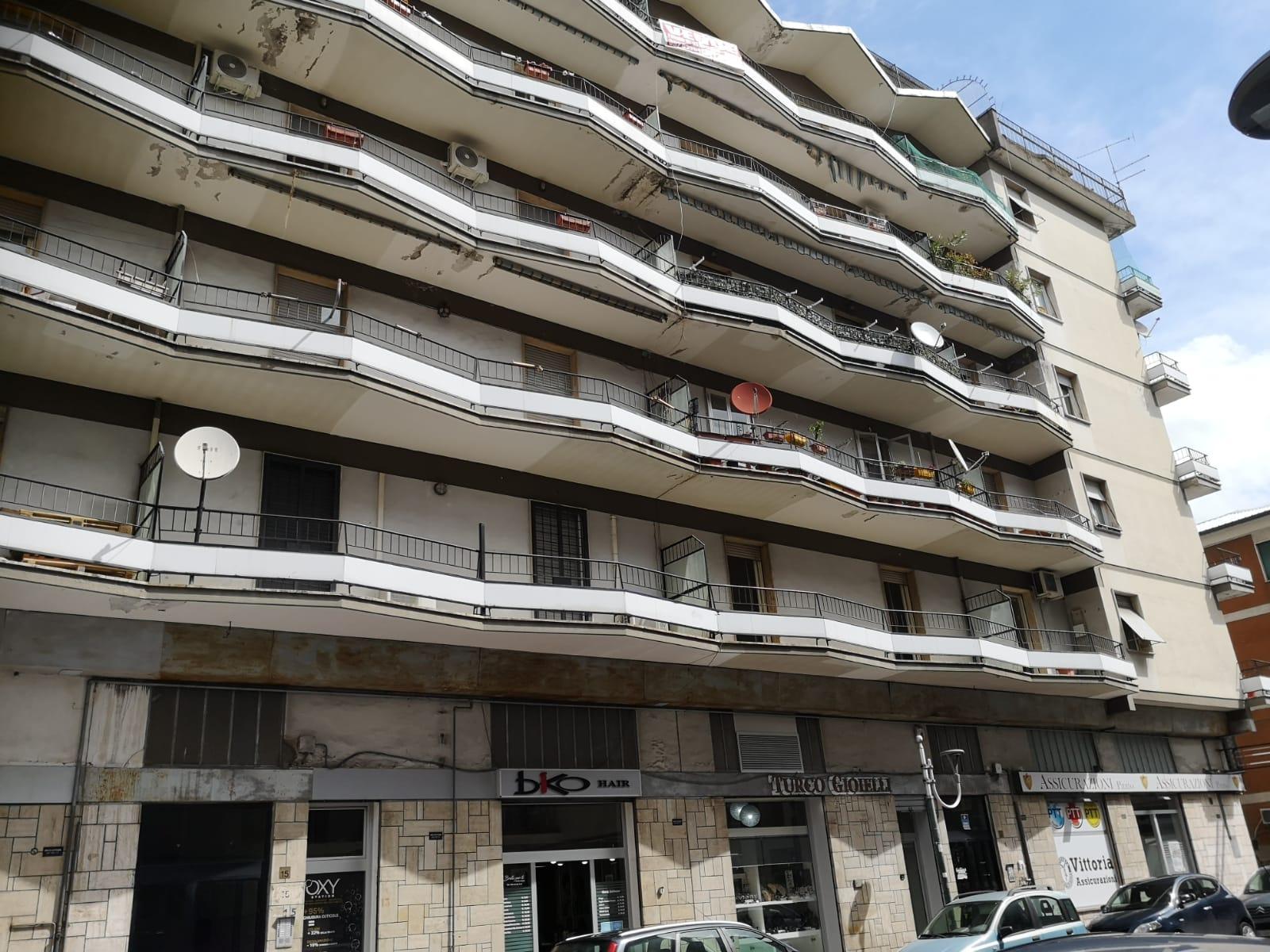 https://www.progettocasa1.it/immagini_immobili/18-05-2021/appartamento-vendita-colleferro-roma-via-martiri-delle-fosse-ardeatine5-730.jpg