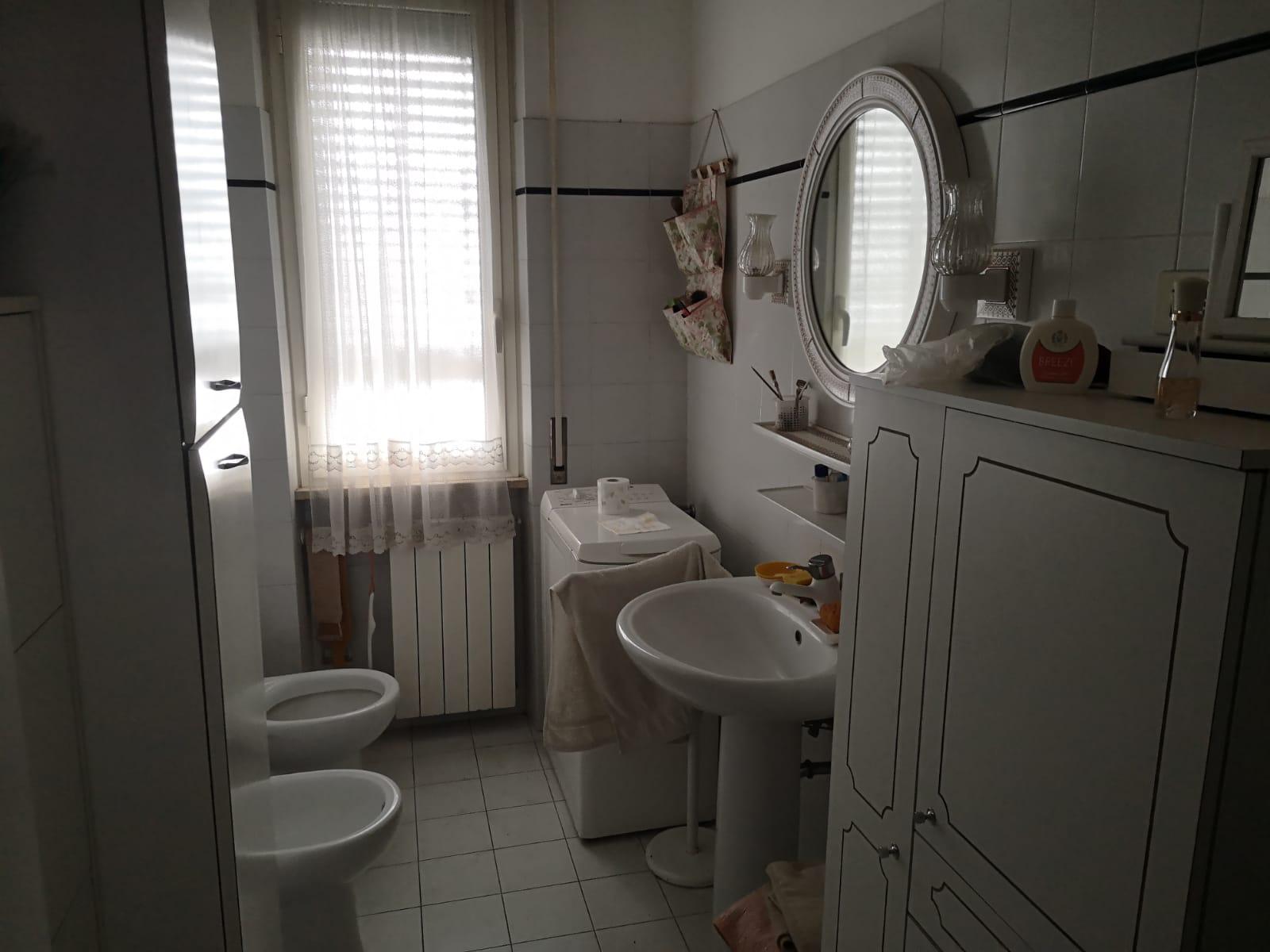 https://www.progettocasa1.it/immagini_immobili/18-05-2021/appartamento-vendita-colleferro-roma-via-martiri-delle-fosse-ardeatine5-731.jpg